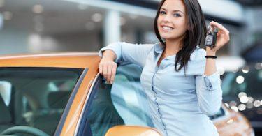 kvinde med ny bil